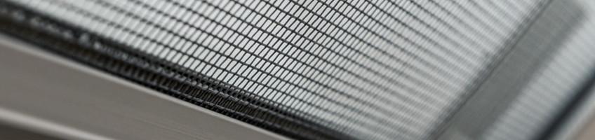 Moskitiera ams popularny dodatek do okien dachowych fakro for Faelux srl finestra per tetti