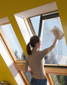 Jak umyć okno dachowe